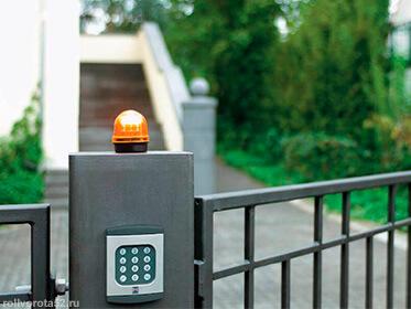 Сигнальная лампа и кодовый замок для ворот